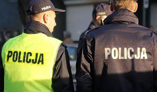 Wawer. Syn ministra porąbał sąsiadom drzwi siekierą