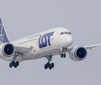 Boeing 767 SP-LPC na lotnisku w Warszawie.
