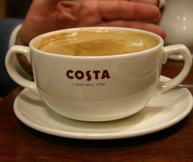 W Costa Coffee można zjeść ciasta czy kanapki, do których dodaje się jaj