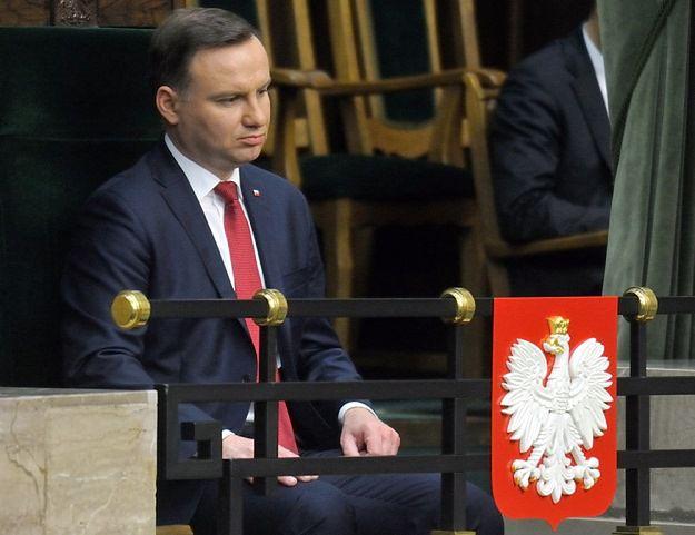 Andrzej Zoll: prezydent odbierając ślubowanie - złamał konstytucję; PiS: dobra decyzja Andrzeja Dudy