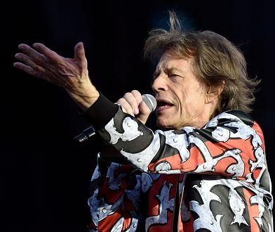 Mick Jagger stwierdził podczas koncertu w Warszawie, że jest za stary, żeby być sędzią, ale jest na tyle młody, by śpiewać