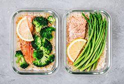 Dla dbających o zdrowie. W czym powinno się przechowywać żywność, a czego unikać?