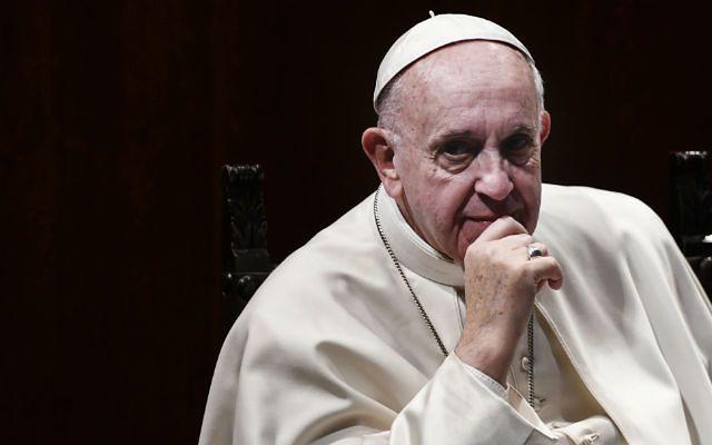 Żonaty ksiądz? Papież rozważa taką opcję