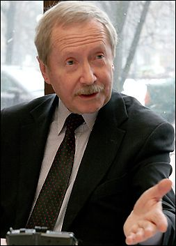 J. Onyszkiewicz szefem demokratów.pl