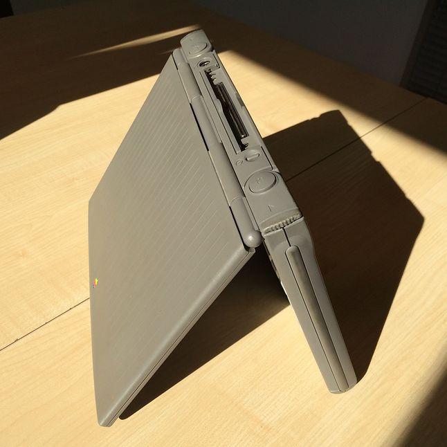 PowerBook Duo zachwycał i wzbudzał równe wiele kontrowersji. Jeden port ADB i jeden port Serial.