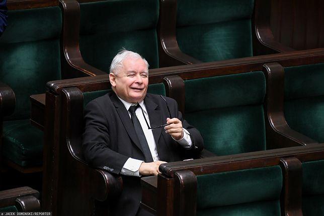 Koronawirus w Polsce. Prezes Jarosław Kaczyński podczas obrad Sejmu.