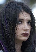 ''Wszystkie odloty Cheyenne'a'': Stremowana córka Bono