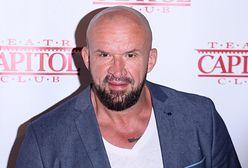 Tomasz Oświeciński pokazał zdjęcie sprzed lat. Fryzura i kolor włosów zaskoczyły fanów