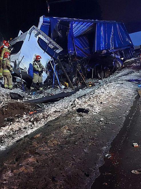 Dąbrowa Górnicza. Dwaj kierowcy ucierpieli w zderzeniu ciężarówek.