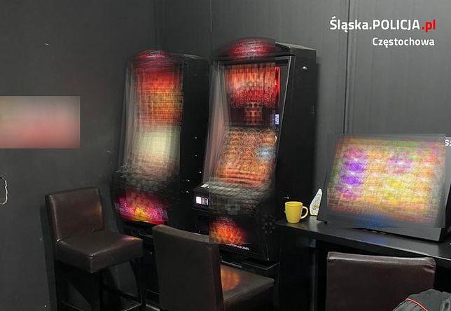 Śląskie. Policjanci w Częstochowie zabezpieczyli 9 nielegalnych automatów do gier.