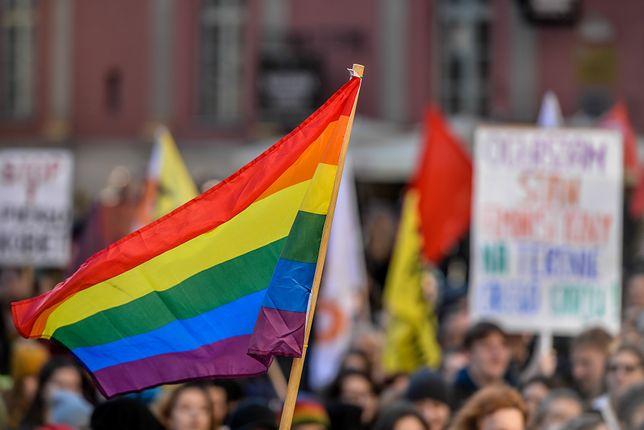 Przełomowa decyzja w sprawie praw rodzin LGBT. Córka dwóch matek dostanie PESEL i dowód osobisty