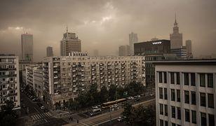 Apokaliptyczne zdjęcia ze stolicy. Tumany pyłu nad Warszawą
