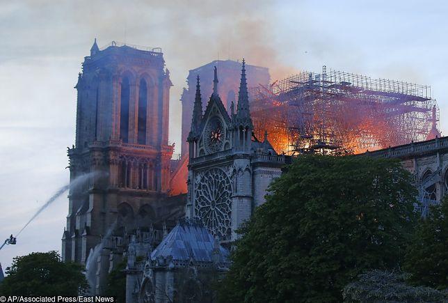 Ogień w katedrze Notre Dame wybuchł około godz. 18 w poniedziałek