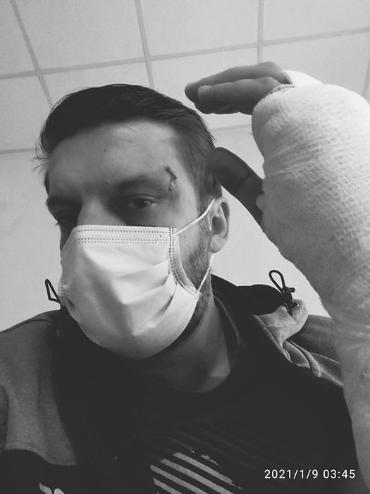 Warszawa. Pan Bartosz został napadnięty przez pijanego, agresywnego pasażera jego taksówki. Chciałby podziękować mężczyźnie, który wybawił go z opresji