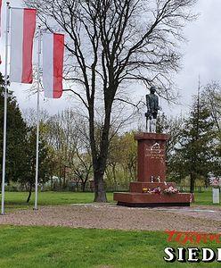 Siedlce. Pomnik Lecha Kaczyńskiego oblany farbą. Policja szuka sprawców