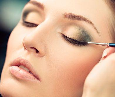 Kreska na powiekach to dobry sposób na podkreślenie naturalnego piękna oczu