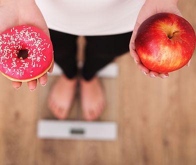 Szybka dieta, która pozwala zgubić 10 kg, najczęściej powoduje utratę dużej ilości wody, a nie spalenie tkanki tłuszczowej.