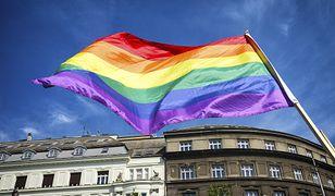 """Świdnica. Trwa walka o wolność słowa w Polsce. Podpisy pod projektem ustawy """"Stop LGBT"""" zbierane pod kościołami"""