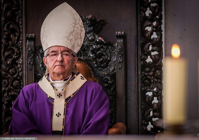 Pod adresem abp. Sławoja Leszka Głodzia padają zarzuty o mobbing
