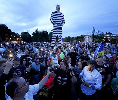 Setki Rumunów wyszło na ulicę Bukaresztu aby świętować skazanie Liviu Dragnei na 3,5 roku więzienia