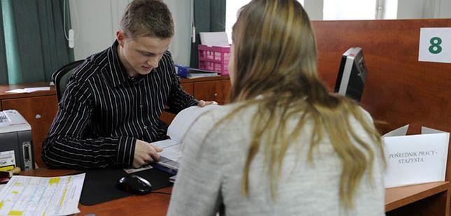 Urzędy pracy stały się urzędami rejestracji bezrobotnych (WIDEO)