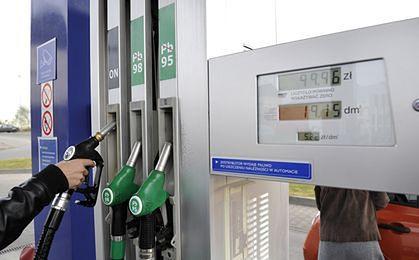 Ropa po złotówce za litr, a na stacjach płacimy...
