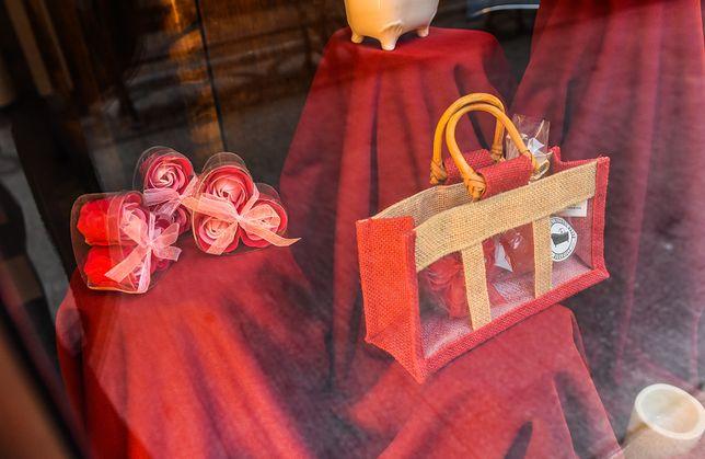 Walentynki to okazja do skorzystania z promocji. Dużą promocję przygotował Rossmann