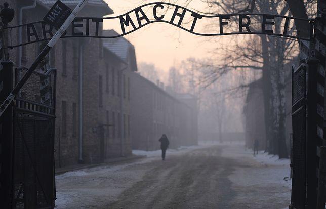 O. Dawidowski podkreśla, że Holokaust wciąż jest bardzo bolesnym tematem dla Żydów