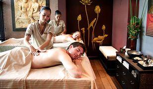 Tajski masaż bazuje na intensywnej pracy jednej bądź 2 osób, a trwa minimum 2 godziny
