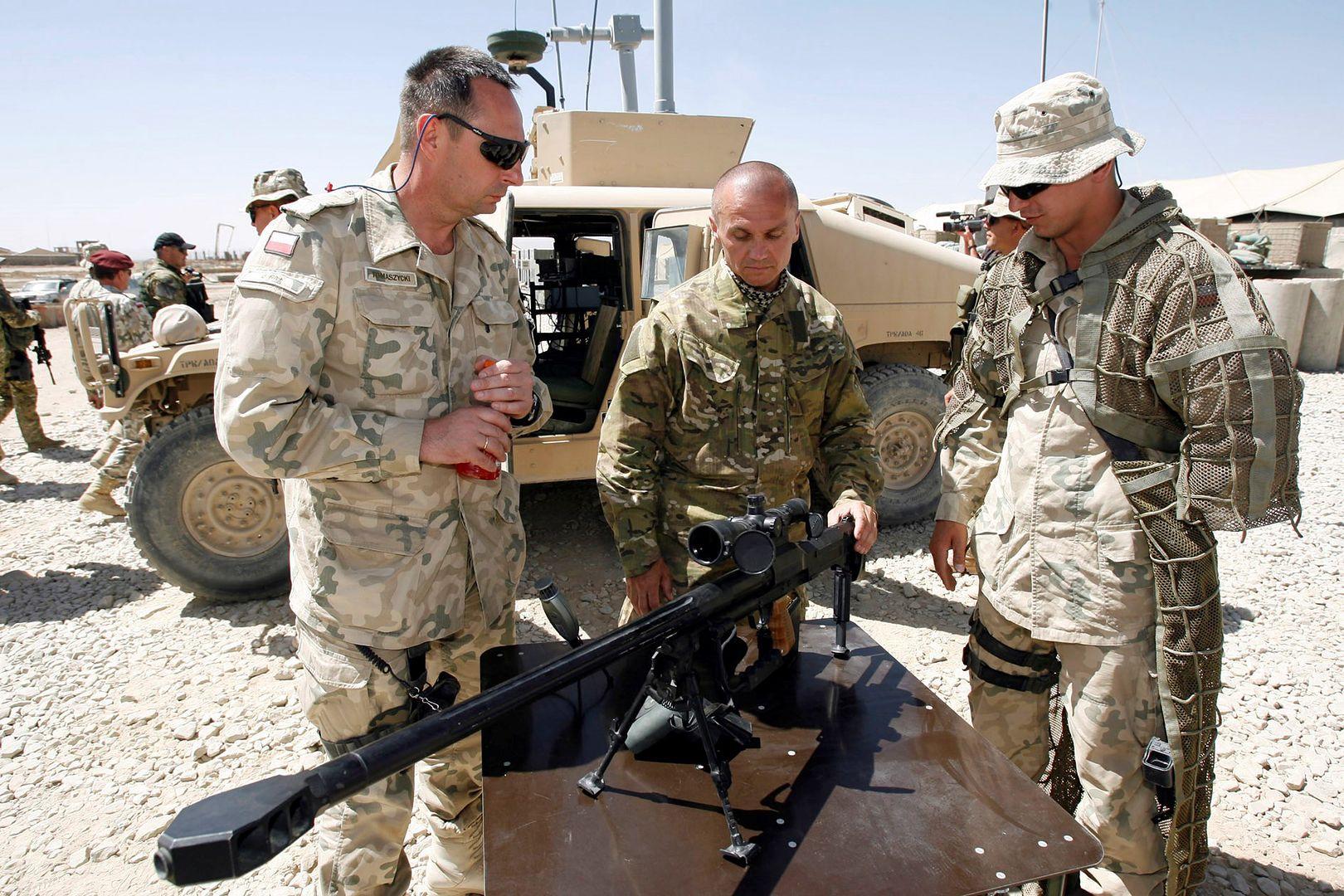 Gen. Roman Polko, w czasie gdy był dowódcą GROM, rozpoczął działania w Afganistanie, a w marcu 2003 wziął udział w II wojnie w Zatoce Perskiej oraz rozpoczął służbę na misji stabilizacyjnej w Iraku
