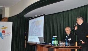"""Poznaj unikalne dekoracje fasad warszawskiego Starego Miasta. Wystawa """"Kolorowa Starówka"""""""