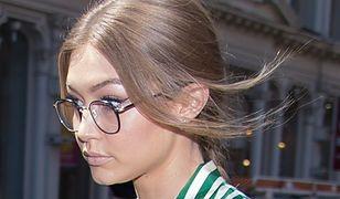LOOK OF THE DAY: Gigi Hadid w pasiastej piżamie