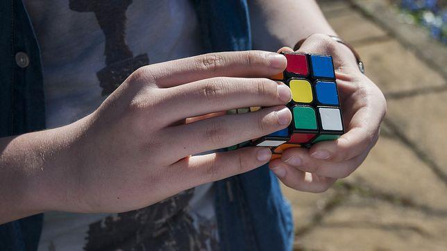 Ułożenie Kostki Rubika wymaga czasu i ćwiczeń