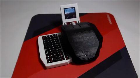 Minikomputer zaklęty w myszce – z klawiaturą i wyświetlaczem