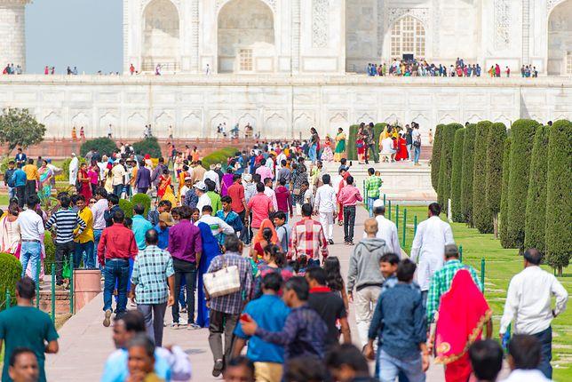 Tłumy pod Tadź Mahal to standard