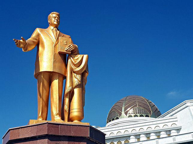 Saparmurat Nijazow, zwany Turkmenbaszą, jako pierwszy prezydent kraju zaczął skutecznie izolować państwo na arenie międzynarodowej.
