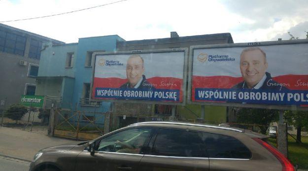 Ktoś przerabia plakaty z Grzegorzem Schetyną