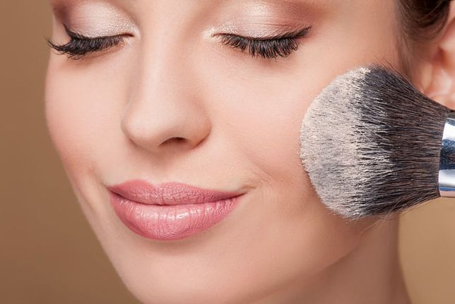Delikatny makijaż dzienny powinien podkreślać atuty urody