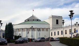 """Warszawa. Strajk operatorów numerów alarmowych. """"Grozi nam paraliż"""""""