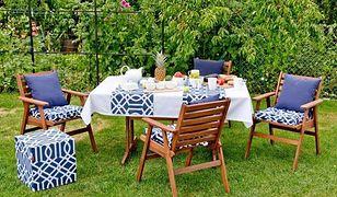 Stół i wygodne fotele z drewna pięknie wyglądają w każdym ogrodzie
