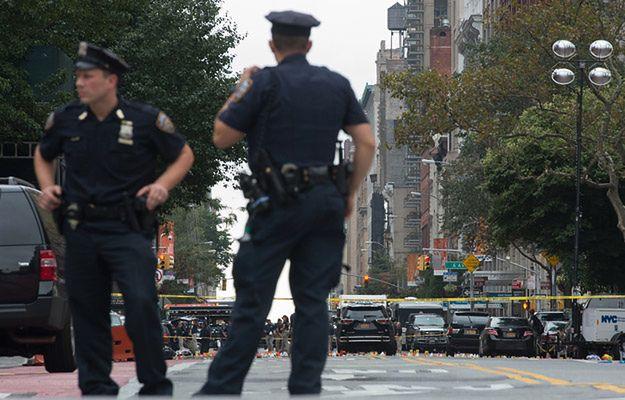 Nowy Jork - policja zabezpiecza miejsce wybuchu