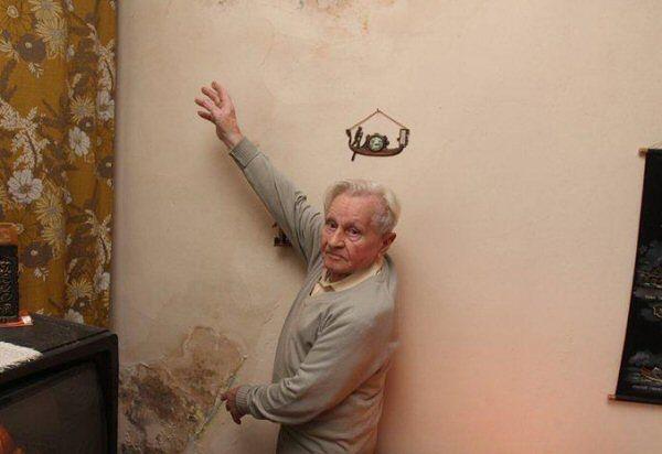 Pan Feliks w swoim mieszkaniu