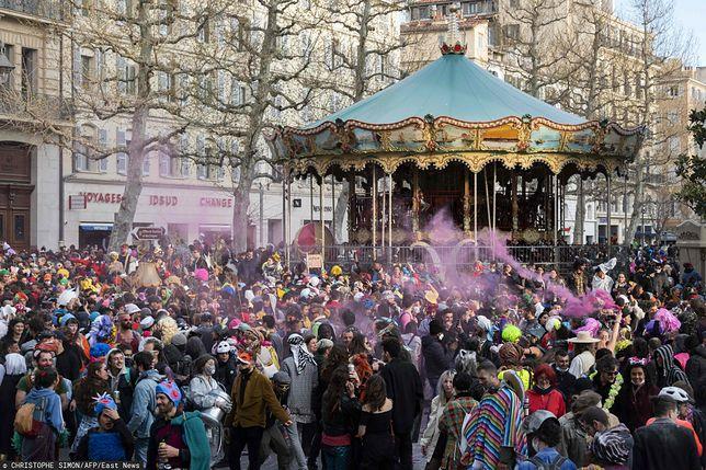 Około 6,5 tys. osób wzięło udział w niedzielę w nielegalnym karnawale w centrum Marsylii