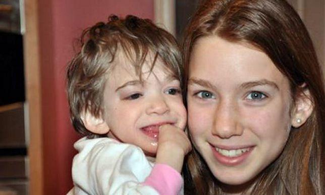 Po lewej 16-letnia Brooke, po prawej jej 13-letnia siostra