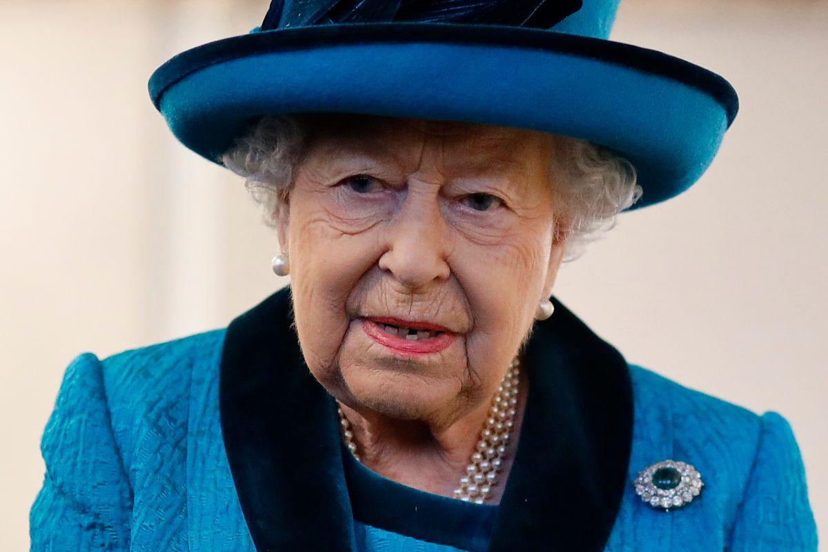 Pracownik królowej Elżbiety ma koronawirusa