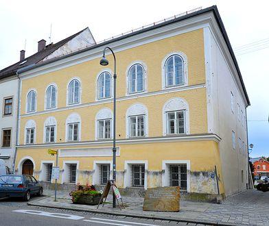 W 1889 r. w tym domu urodził się Adolf Hitler