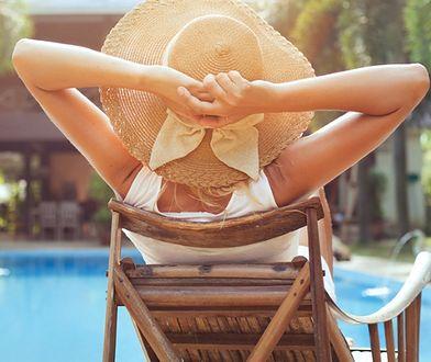 Najlepszym sposobem ochrony przed promieniowaniem słonecznym jest stosowanie kremów z filtrem UV.