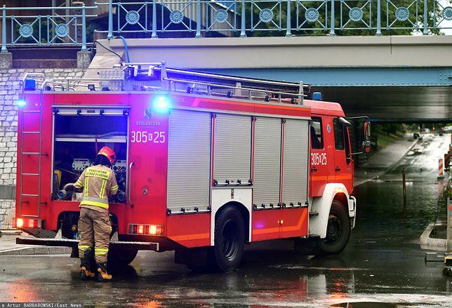 Burze z gradem w weekend spustoszyły Kraków. Strażacy nadal walczą ze skutkami żywiołu w mieście