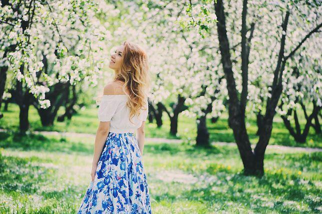 Wzorzyste długie spódnice - kwintesencja kobiecości w letnich kolorach