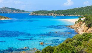 Poetto w Cagliari to jedna z najdłuższych plaż we Włoszech rozciąga się na 13 km